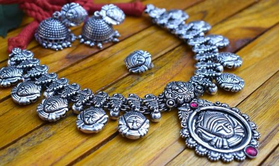 The Timeless Trend of Temple Jewelry